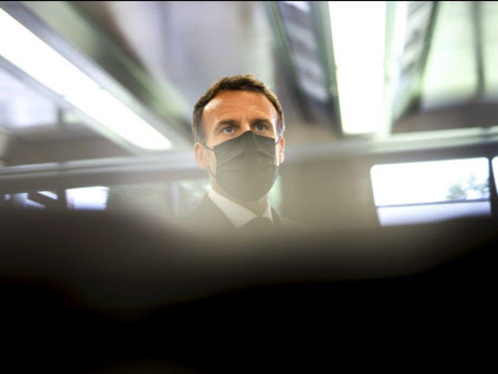 Macron giflé: une claque qui fait mal au contrat social