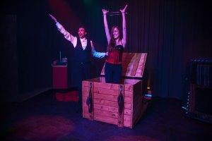 Brian and Lola - Houdini Trunk Illusion