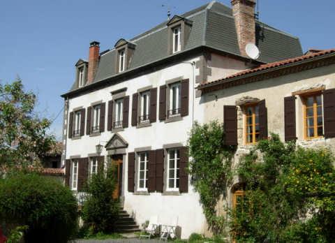 la Maison bourgeoise - chambres d'hotes a St Vincent, Puy de Dome