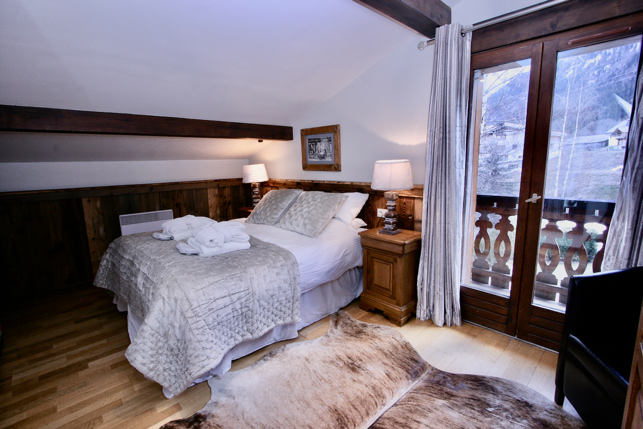 Bedroom Next To Ski Piste, luxury chalet chamonix exclusive