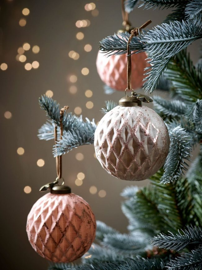 blush-copper-christmas-decorations-christmas-tree-baubles