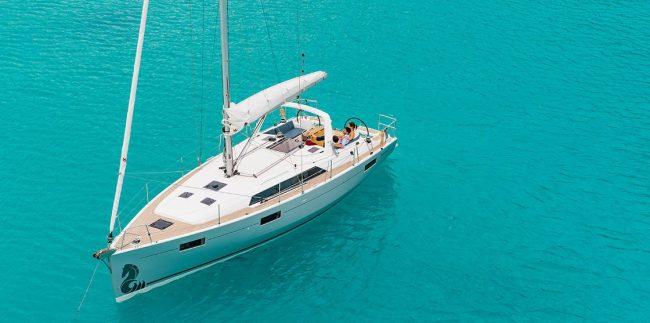 luxury-yacht-for-your-honeymoon