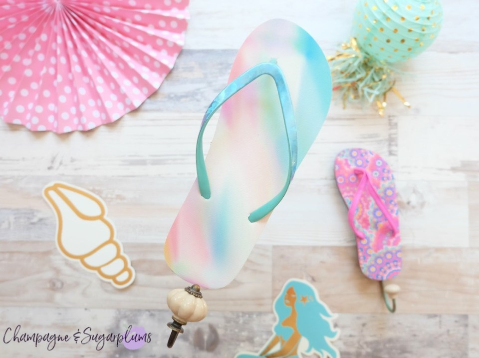 Summer Long Weekend - DIY Beachy Flip Flop Hanger