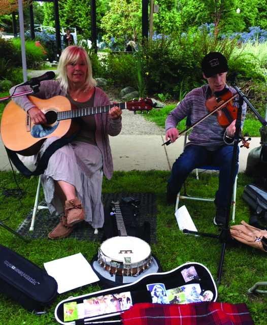 Café Champlain presents– Lyndsay Wills and the No Frills String Band-Sep 22