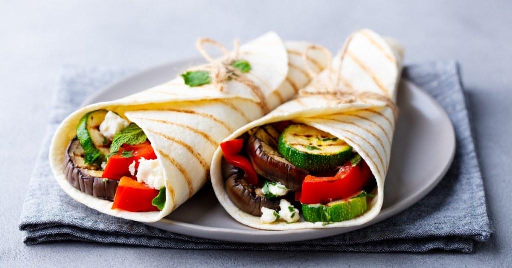 Wrap: τορτίγια με ψητά λαχανικά και φέτα