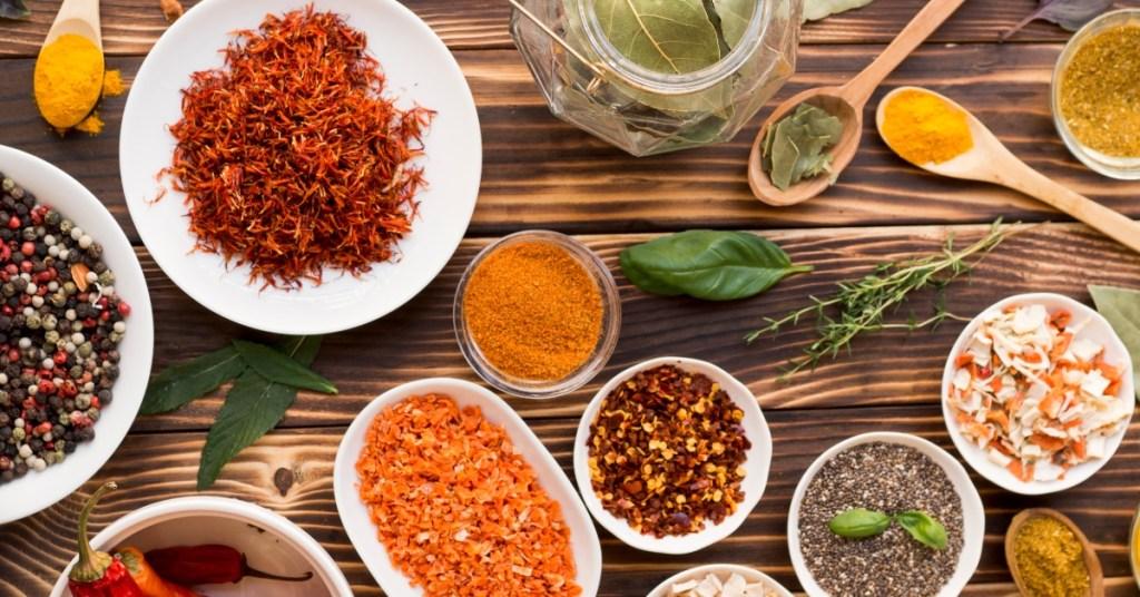 """Τα 8 """"δημοφιλέστερα"""" βότανα και μπαχαρικά στην κυπριακή κουζίνα . . ."""