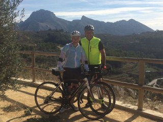 Barney and Amanda smash their target on 2,300km cycle!