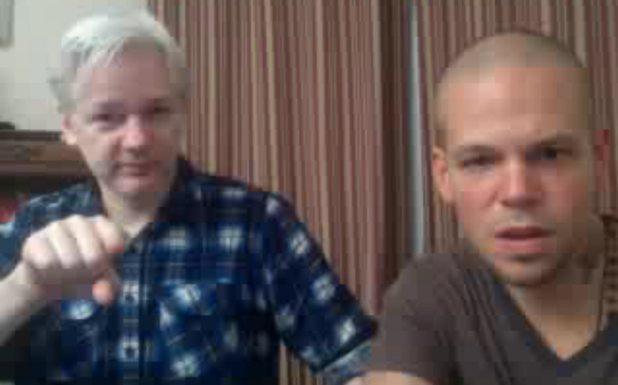 Assange y Calle 13