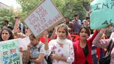 Tras ser violada en múltiples ocasiones, joven hindú fue quemada