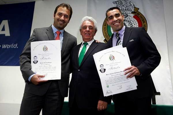 Marco Antonio Rodriguez y Joaquín Beltran se graduan de entrenador