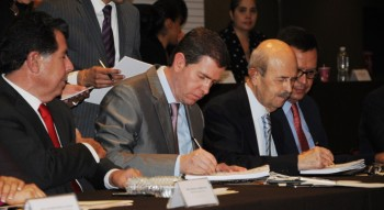 firma Alfredo Castillo y Alfredo Castillo
