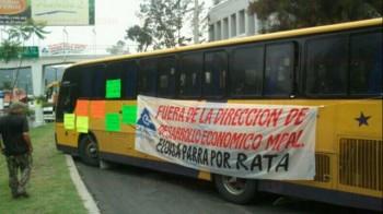 bloqueo en Camelinas camión Morelia