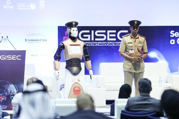 """""""Robocop"""" Ya Vigila Las Calles De Dubai, Sabe Saludar Y Habla Varios Idiomas"""