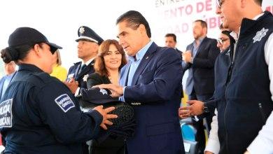 Silvano-Aureoles-entrega-uniforme-policia