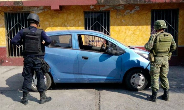 Lázaro-Cárdenas-pistola-auto-robado