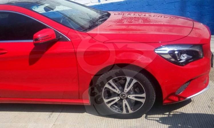 Brian asaltar gasolineras Mercedes Benz Rojo Pátzcuaro