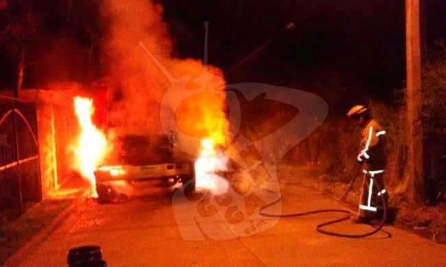 queman autos Uruapan 2018