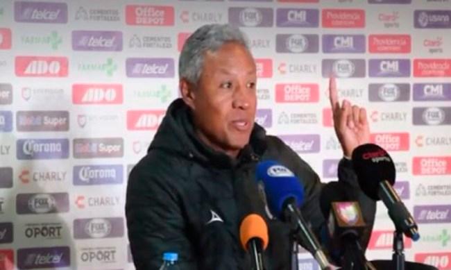 director técnico Monarcas Roberto Hernández