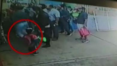 Photo of #Video En Castigo Por Llegar Tarde Sacan A Dos Niños De Guardería