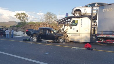 Photo of #Michoacán Mega Choque En La Siglo XXI: Camioneta Impacta Tráiler Que Transporta Carros