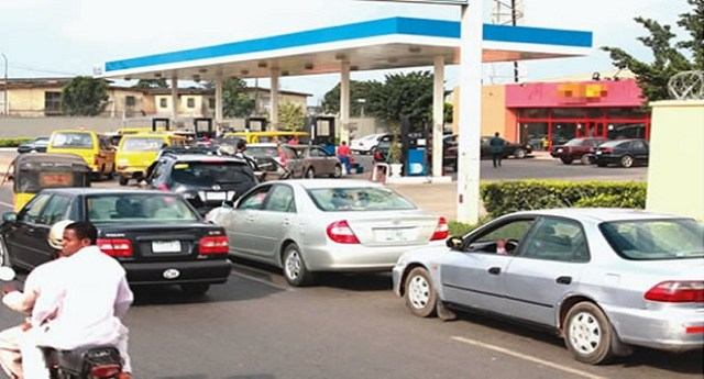 FG Directs Kachikwu To End Fuel Scarcity Before Weekend