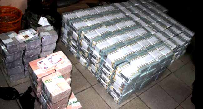 EFCC Discovers Huge Sums Of Money In Ikoyi Apartment