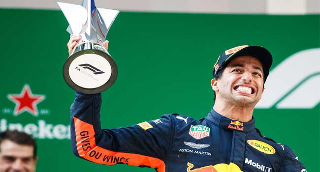 Daniel Ricciardo wins Chinese Grand Prix with passing masterclass