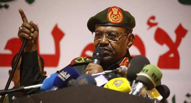 NNN: пробный Хартум, 21 июля 2020 г. Изгнанный президент Судана Омар аль-Башир и некоторые из его бывших союзников предстали перед судом во вторник по обвинению в организации военного переворота, приведшего к власти автократа в 1989 году. Суданский суд уже вынес аль-Баширу двухгодичный приговор в декабре по обвинению в коррупции. Он также сталкивается с судебными процессами […]
