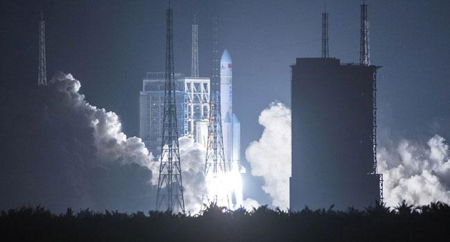 NNN: أطلقت الصين بنجاح Tianwen-1 – أول بعثة مستقلة لها إلى المريخ يوم الخميس. وذكرت وكالة أنباء الصين الجديدة (شينخوا) أن صاروخ لونج مارش 5 يحمل المركبة الفضائية اشتعل في موقع وينشانغ لإطلاق الفضاء في مقاطعة هاينان الاستوائية بجنوب الصين في الساعة 12:41 مساء. (0441 بتوقيت جرينتش). أثار البث المباشر للإطلاق الذي استضافته شركة الإعلام […]