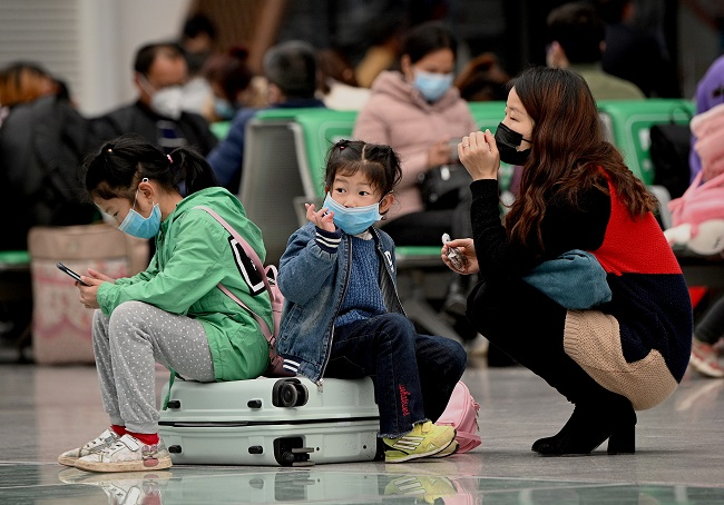 Passengers wearing face masks wait for their train at Changsha railway station in Changsha, the capital of Hunan province on March 10, 2020. Chinese President Xi Jinping arrived in Wuhan on March 10 for his first visit to the epicentre of the coronavirus epidemic since the crisis erupted in January -- a major sign that officials believe the outbreak is under control. Noel Celis AFP