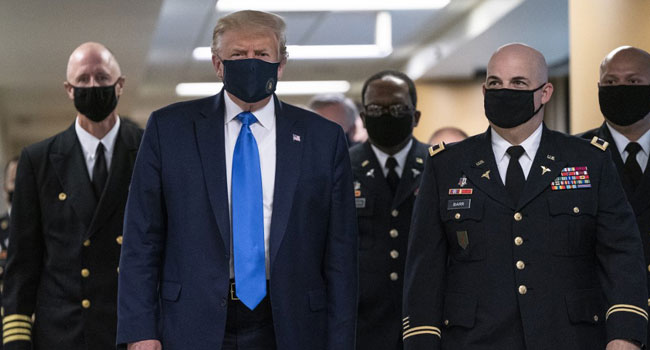 US President Donald Trump wears a mask as he visits Walter Reed National Military Medical Center in Bethesda, Maryland' on July 11, 2020. ALEX EDELMAN / AFP
