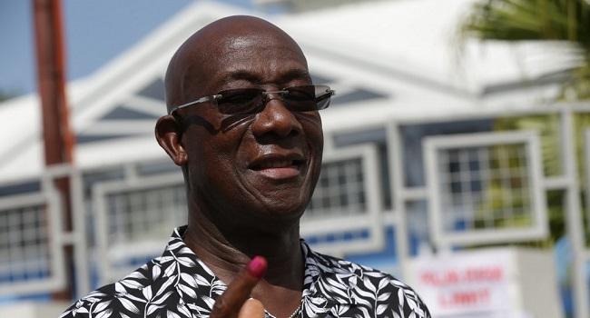 """NNN: El primer ministro de Trinidad y Tobago, Keith Rowley, se adjudicó la victoria en las elecciones generales, un resultado preliminar que pareció asegurarle un segundo mandato como líder del país insular caribeño rico en energía. El Movimiento Nacional Popular de Rowley (PNM) """"ha sido llamado a servir en el gobierno … por segunda vez"""", […]"""