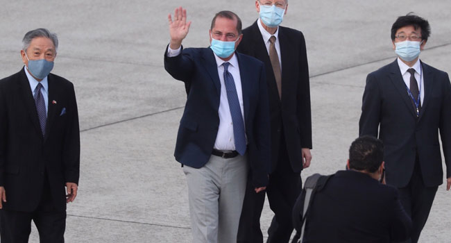 NNN: El secretario de Salud de Estados Unidos, Alex Azar, elogió la respuesta de Taiwán a la pandemia de coronavirus cuando se reunió con la presidenta Tsai Ing-wen en su oficina en Taipei el lunes. El viaje de Azar marca la visita de más alto nivel de un funcionario del gabinete de Estados Unidos a […]