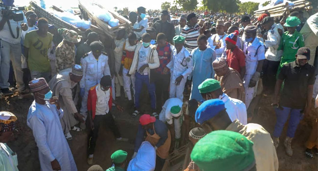 [VIDEO] Governor Zulum Leads Residents To Bury Farmers Killed By Boko Haram
