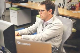Dispositivi personali dei dipendenti per accedere alle aziende. Uno su tre