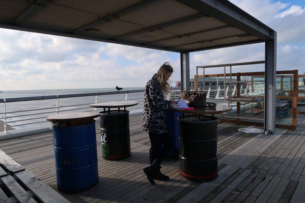 Aan het werk op de pier in Scheveningen