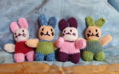 Lapins de poche au tricot