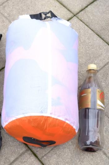 Decke im Packsack 13 L (10 Liter hätten auch gereicht)