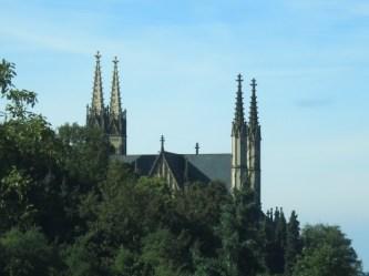 """Auf dem Rückweg zum Campingplatz lässt sich ein Halt an der Apollinaris-Kirche einlegen, wo der hübsche Rundwanderweg """"Apollinaris-Schleife"""" startet."""