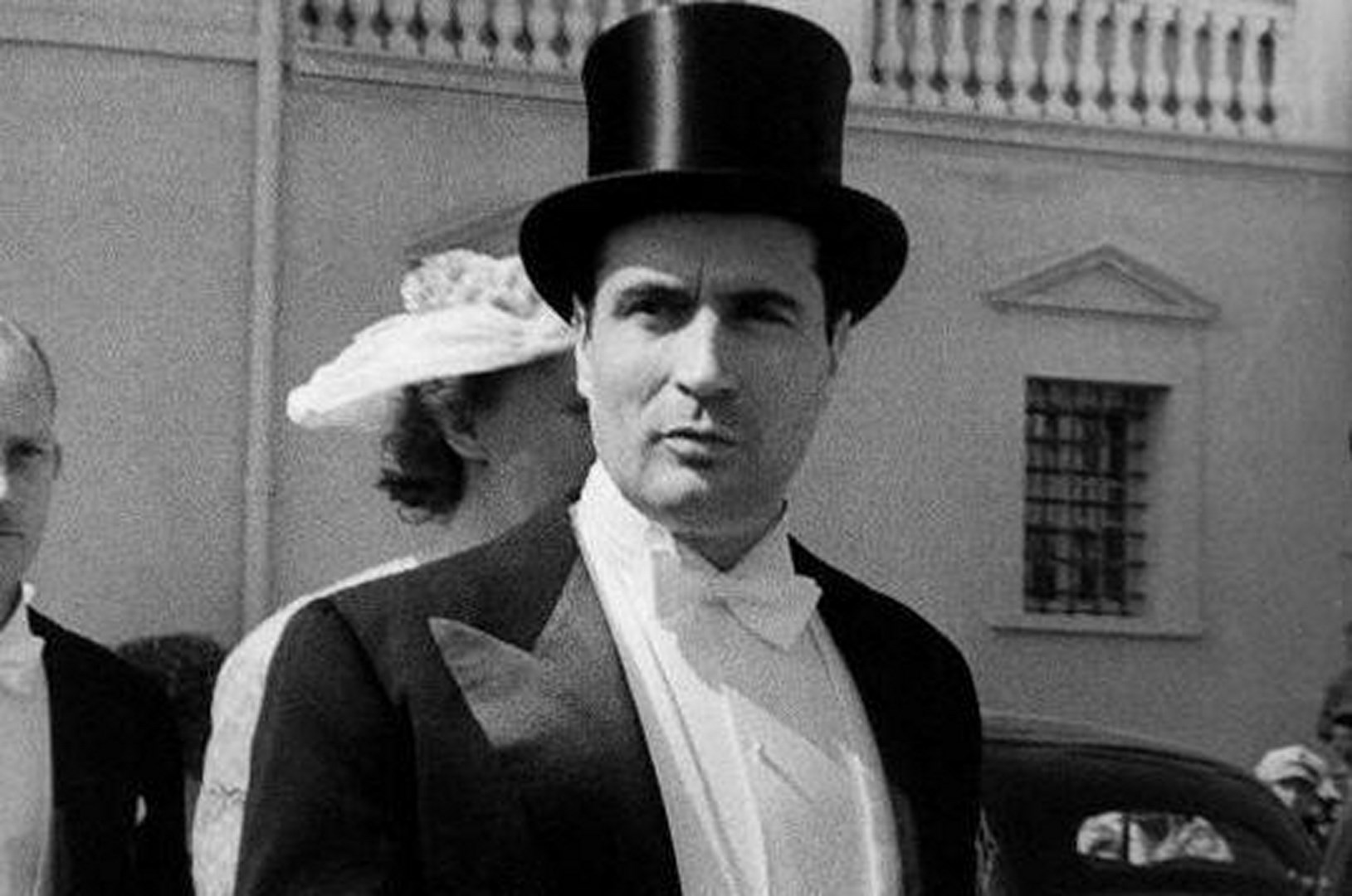 """Résultat de recherche d'images pour """"l'homme au chapeau françois mitterrand"""""""