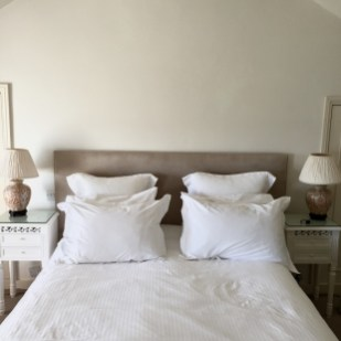 Crispy white linen bed at the Lugger Hotel