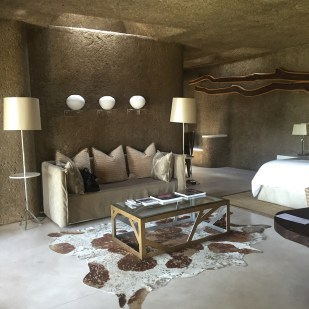 Living room Sabi Sabi Earth Lodge suite