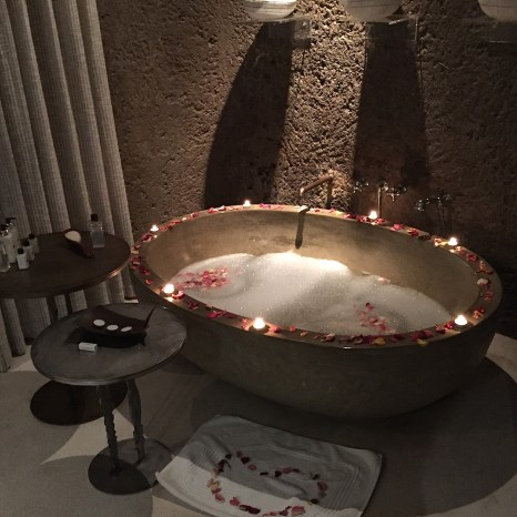 Candlelit bathroom Sabi Sabi Earth Lodge