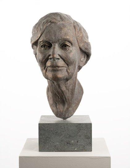 Statue artwork the Dutch Portrait Prize