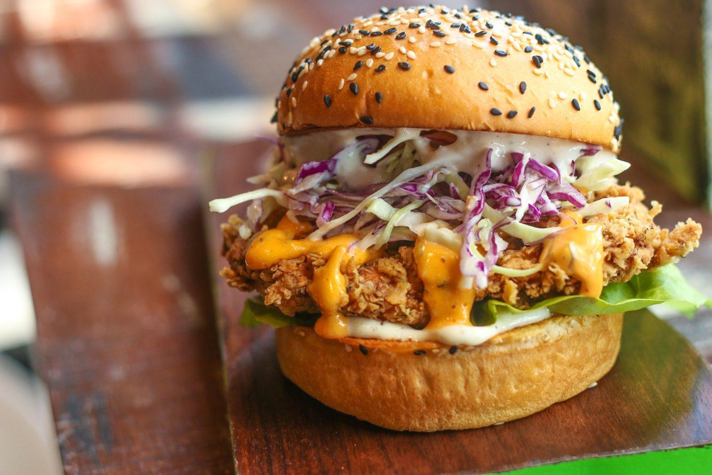 chicken burger 2953388 1920 - Fast Food Battles: Pakistan's Crispy Chicken Burgers