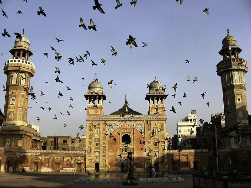 lhr feature - This Weekend in Lahore: LLF is Coming to Town