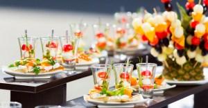 Buffet frais à base de fruits et légumes de saison