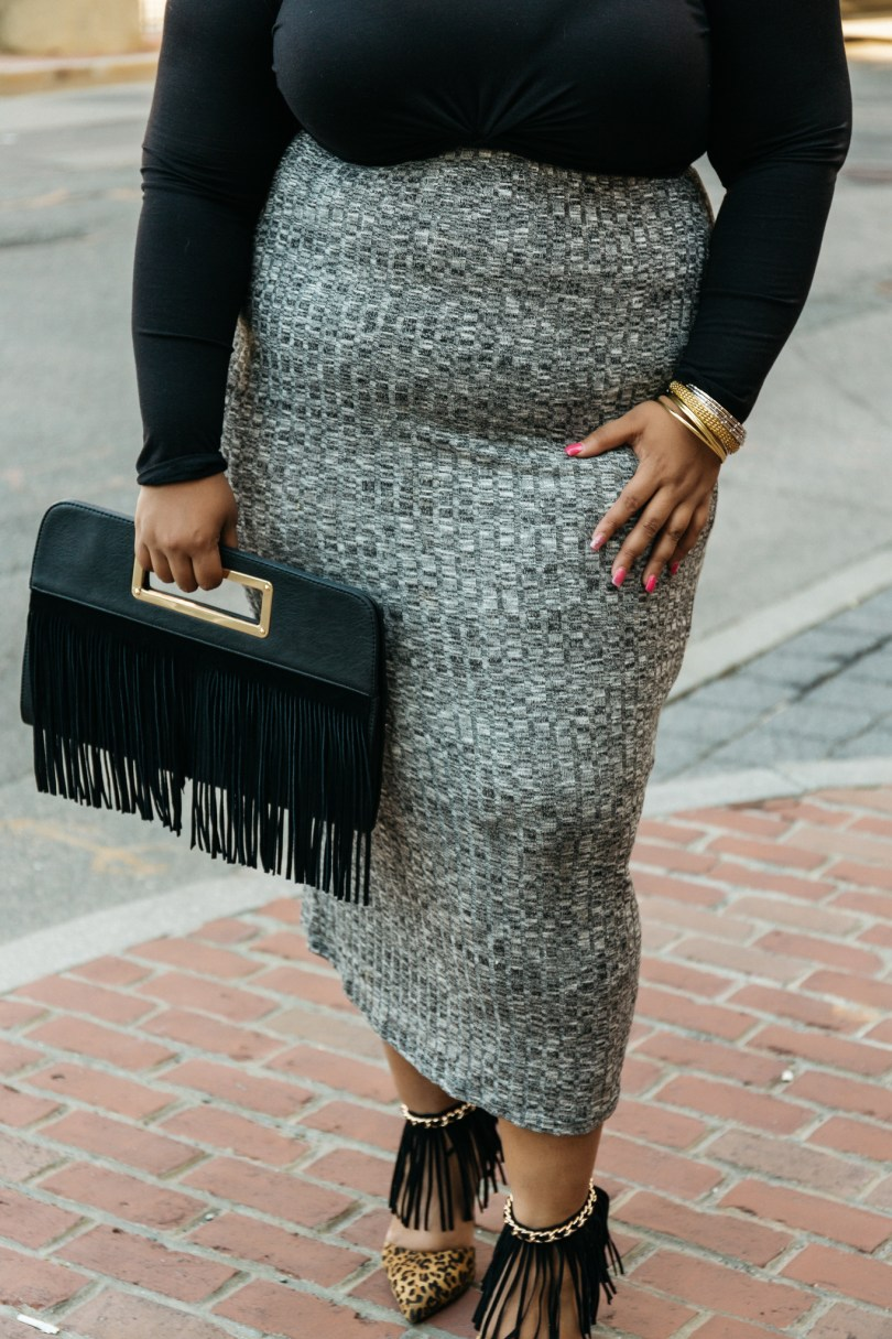 Plus Size Blogger wearing pencil Skirt