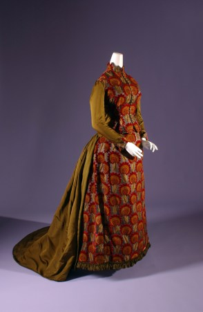 Day Dress, circa 1882, USA. The Museum at FIT, 63.112.2. Photo courtesy of The Museum at FIT.