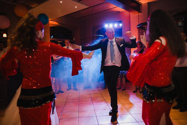 Hochzeitsreportage-Aachen-Hochzeitsfotograf-Aachen-Weisser_Saal-Eskapaden-Houda_Martin0189